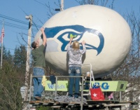 Winlock shows off Hawk pride on Giant Egg