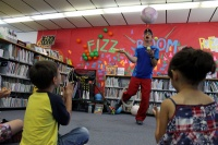 Juggler teaches physics at Winlock Library