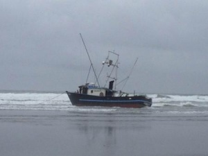 Fishing vessel removed from beach near Grays Harbor