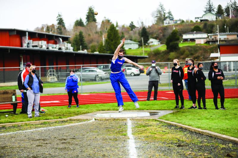 Lady Gulls win; Gardner ties junior class record