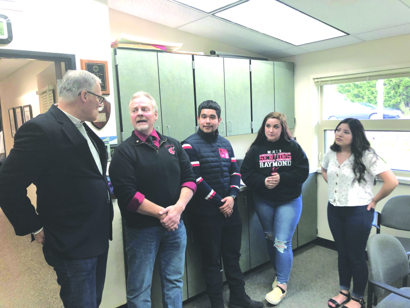 Governor Inslee visits Raymond; South Bend students
